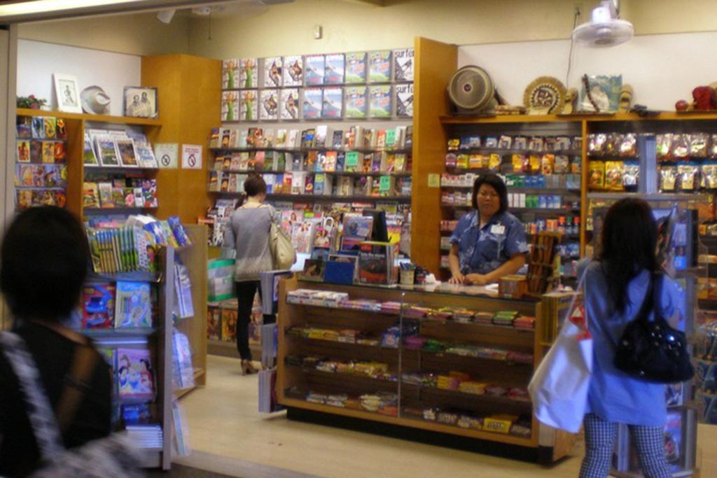 Newsstand Newspapers, magazines, books, calendars, post cards, candy, snacks, cold drinks.  Open daily 6:30 am – 3:00 pm  6:00 pm – 10:00 pm