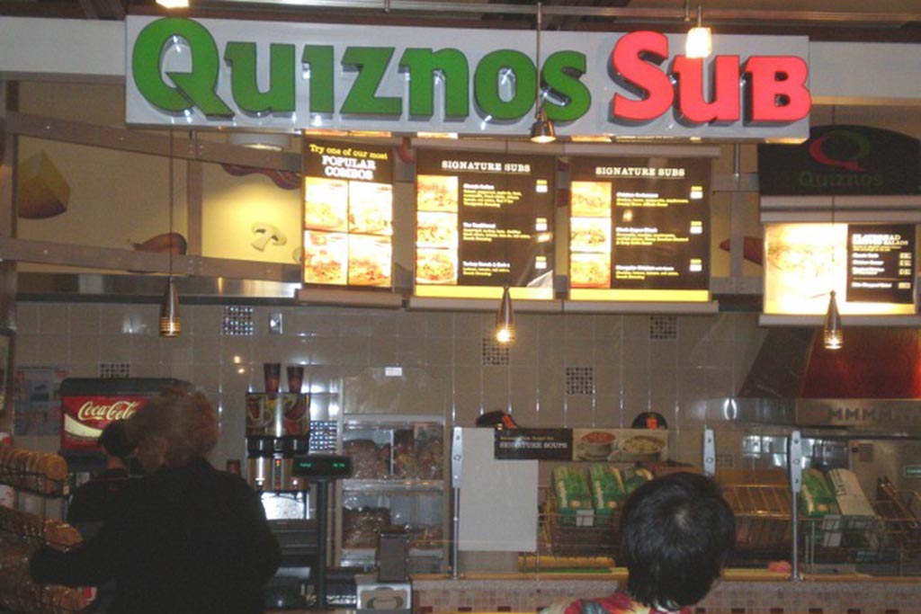 Quiznos Sub Offers a select menu of famous toasted subs including Chicken Carbonara, Black Angus and Veggie, along with soups and salads. For breakfast enjoy a bacon, egg and cheese, or ham, egg and cheese served on a white or wheat sub.  Open daily 8:00 a.m. - 10:00 p.m.